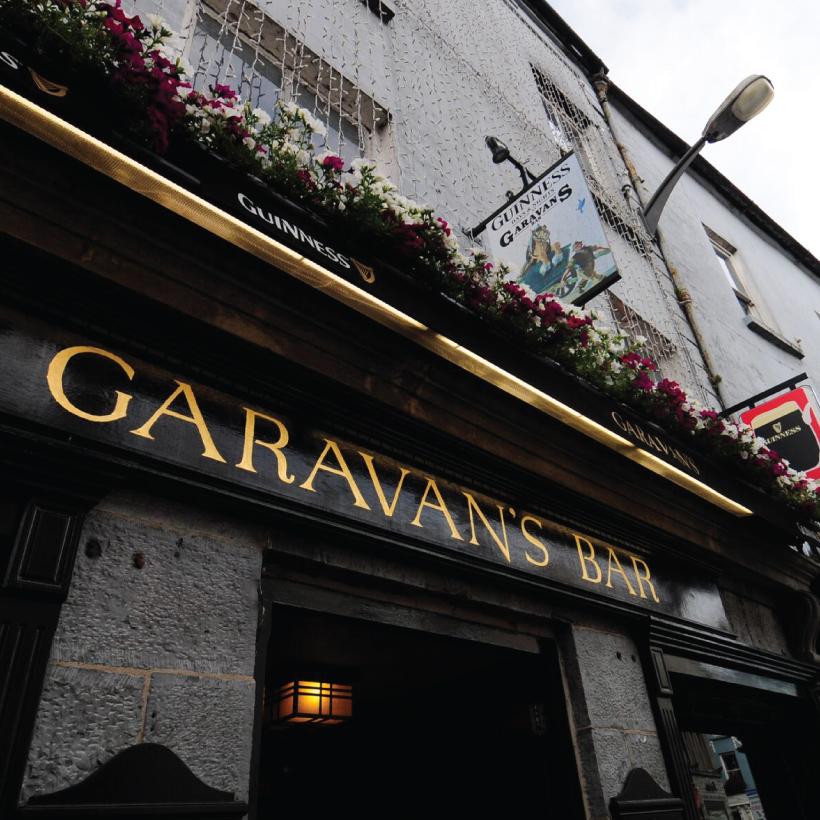 Garavans-Bar-1.jpg