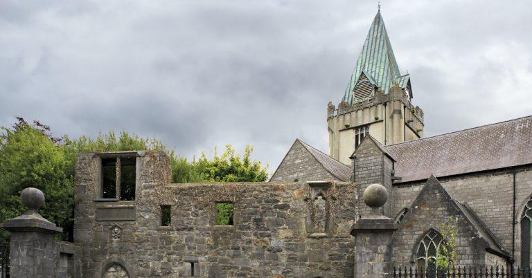 THE HISTORY OF ST NICHOLAS' COLLEGIATE CHURCH